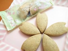 フワフワ食感が癖になる秋田の新お土産『もろこしクッキー桜ほろほろ』はリピートしたくなる美味しさ